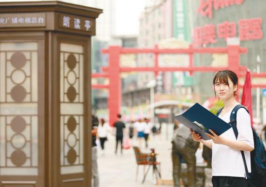 """央视""""朗读亭""""亮相中街步行街"""